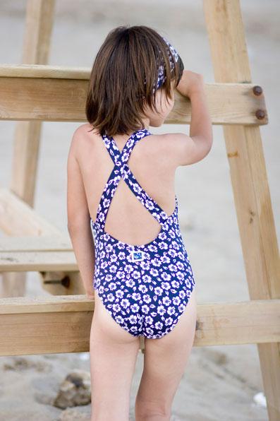 Liquidamos bañadores y complementos de niña con descuento ...: http://blog.erreqerre.net/liquidamos-banadores-y-complementos-de-nina-con-descuento-en-nuestro-outlet/