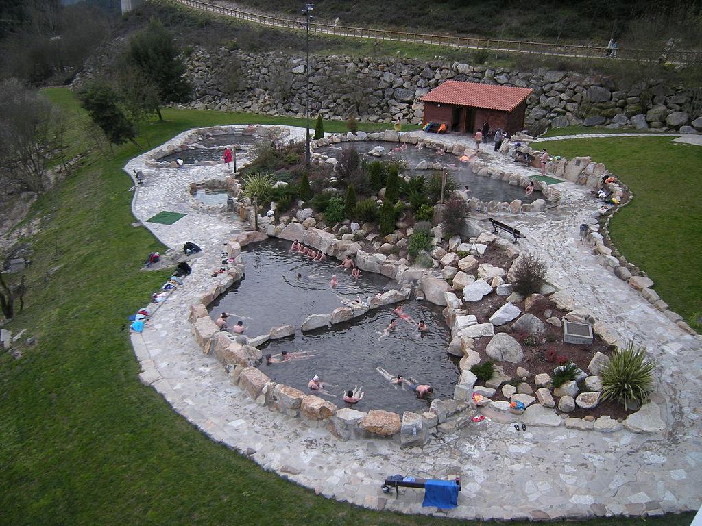 Las 6 mejores piscinas naturales para ir con los peques for Termas naturales cerca de madrid