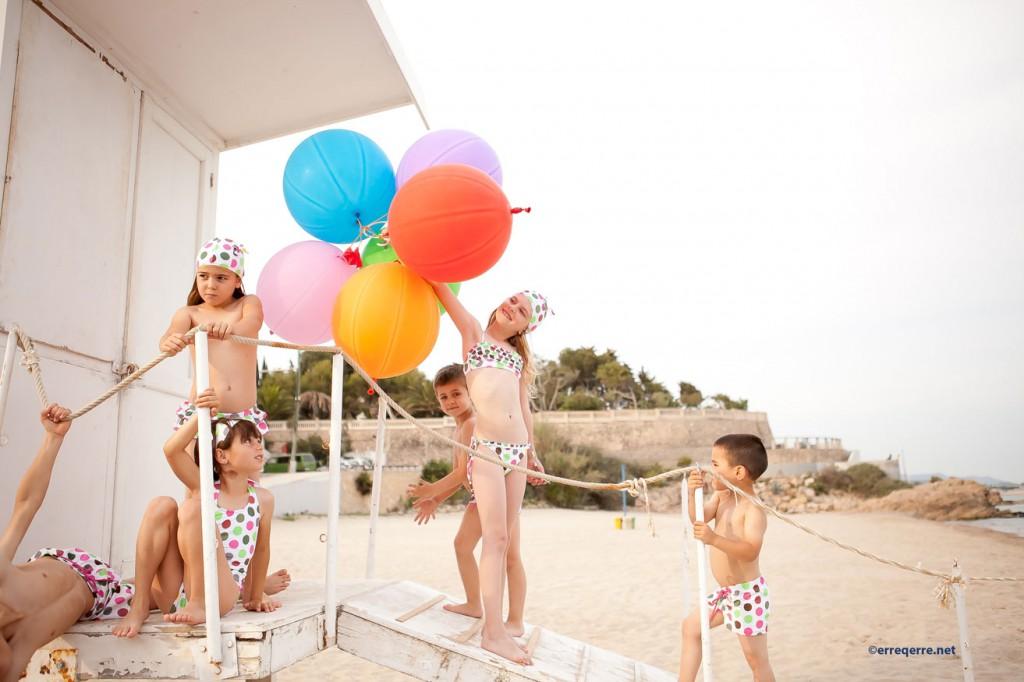 Niños con bañadores, bikinis y boxers